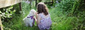 enfant-chien-jardin