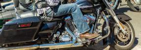 harley-davidson-conducteur-jean-santiags