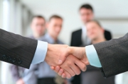 Allianz entre investissement et grogne salariale