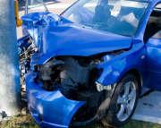 voiture-auto-bleu-accident-mobilier-urbain