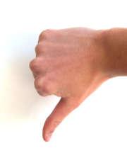 main-doigt-pouce-bas