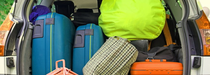 N'oubliez pas les indispensables dans la voitures sur la route des vacances