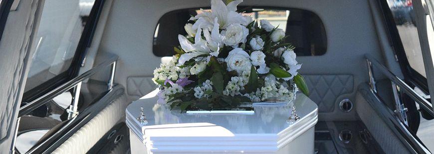 Le corps dans le cercueil n'était pas celui de leur père