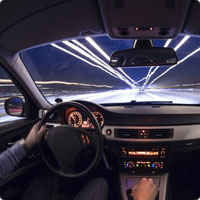 Cette voiture brille dans le noir !