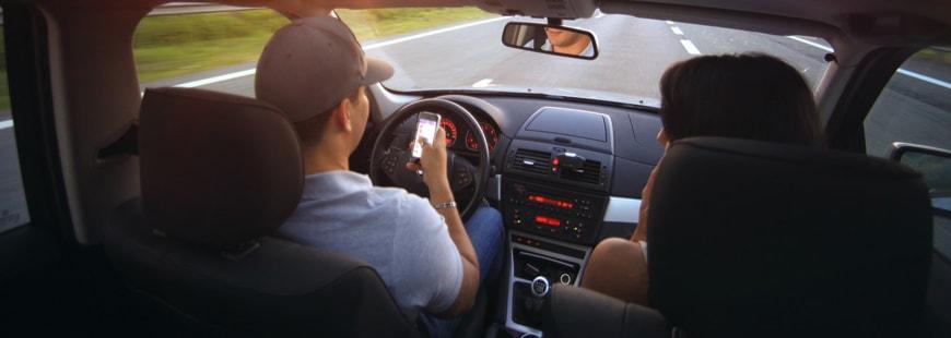 Les parents adoptent des comportements dangereux au volant... en présence de leurs enfants