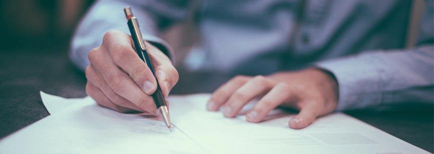 Désigner le bénéficiaire dans un testament permet notamment de garder son identité secrète