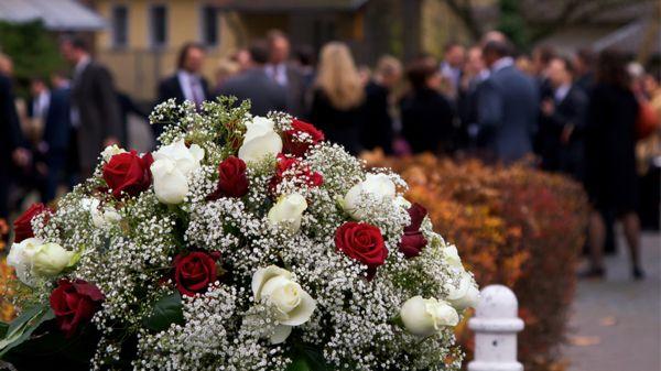 deces-enterrement-fleurs