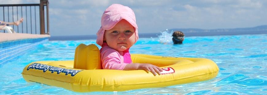 Il est important de rester vigilant aux enfants lorsqu'ils se baignent