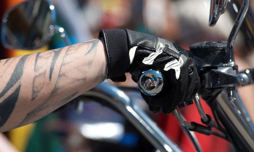 Les gants pour les motards sont obligatoires depuis 2016