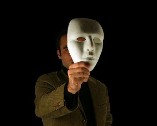 homme-masque-blanc