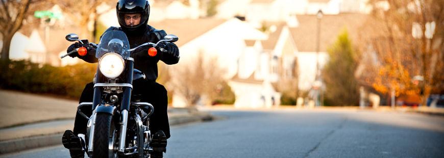 La moto et le vent peuvent-ils faire bon ménage ?
