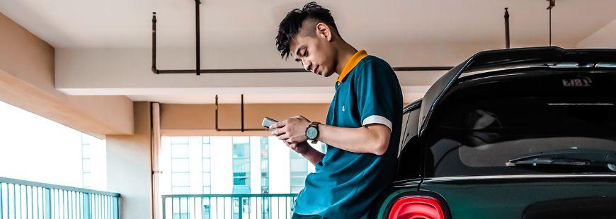 jeune-homme-voiture