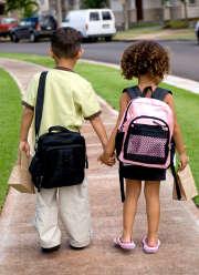 Les dangers de la route sur le chemin de l'école