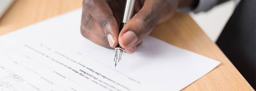 main-stylo-contrat