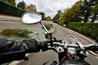 moto-gant-retroviseur-route