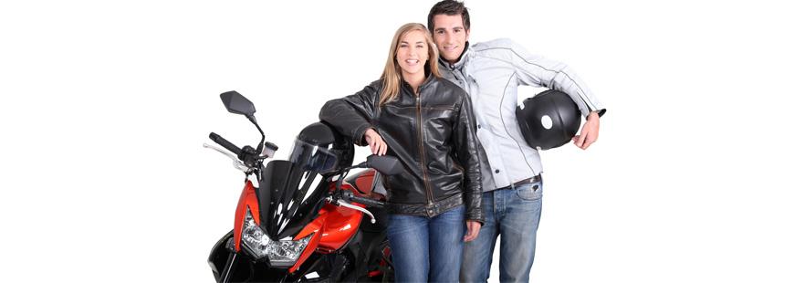 Les hommes et les femmes pratiquent-ils la moto de la même manière ?