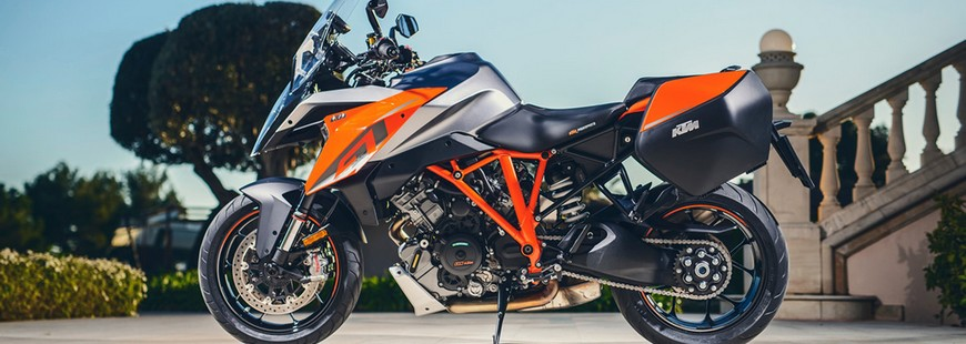 Avec la Super Duke GT KTM décline son roadster R