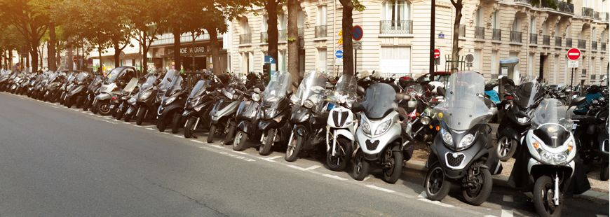 moto-scooter-paris-parking