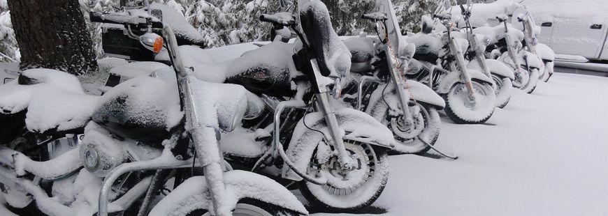 Ne laissez pas votre moto à même la neige cette hiver !