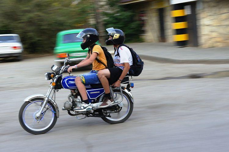 moto-jeunes-route