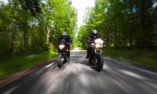 Comment s'assure une moto verte?