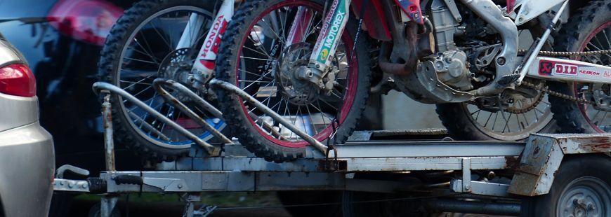 Le remorquage de moto : comment ça marche