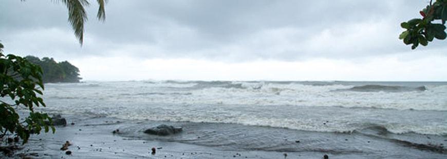 Ouragan Maria : des vents à 150 km/h et des rafales à 200 km/h en Guadeloupe