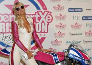 SupermartXe VIP Paris Hilton