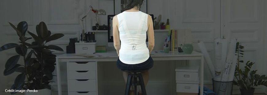 Le système de tenseurs du t-shirt de Percko permet d'adopter une meilleure posture