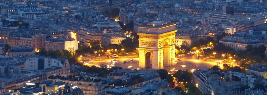 Un motard poursuit un chauffard dans Paris