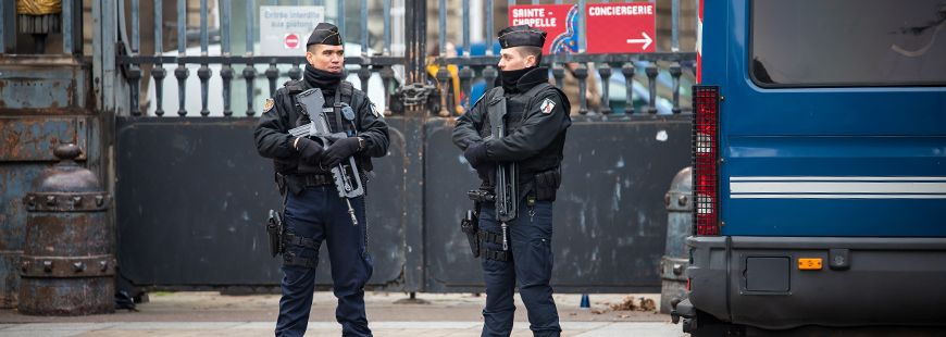 policiers-paris-france