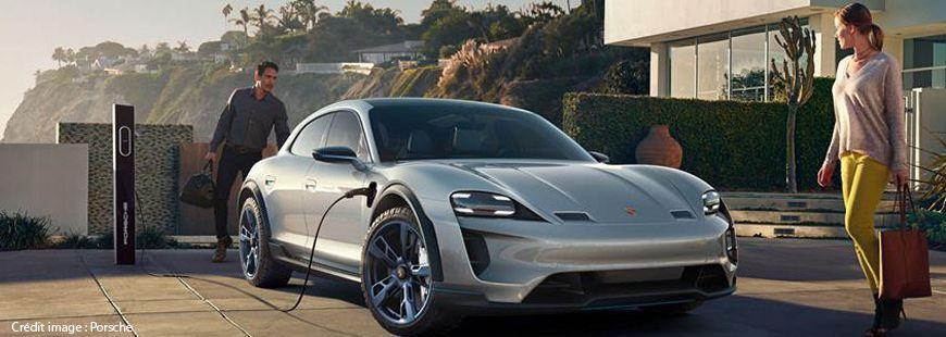 Porsche a présenté avec sa Mission E Cross Turismo lors du Salon de Genève