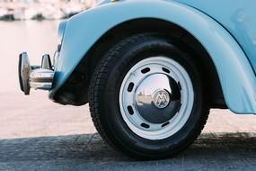 avant-voiture-bleue