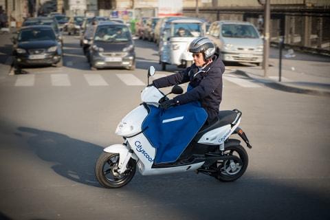 Scooters électriques en libre-service à Paris