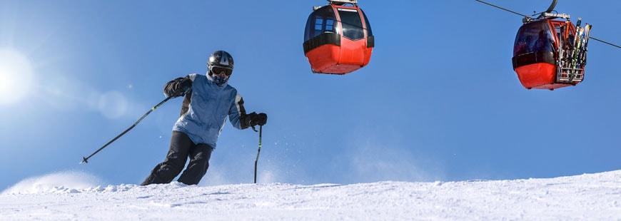 skieur-neige-remontee-mecanique