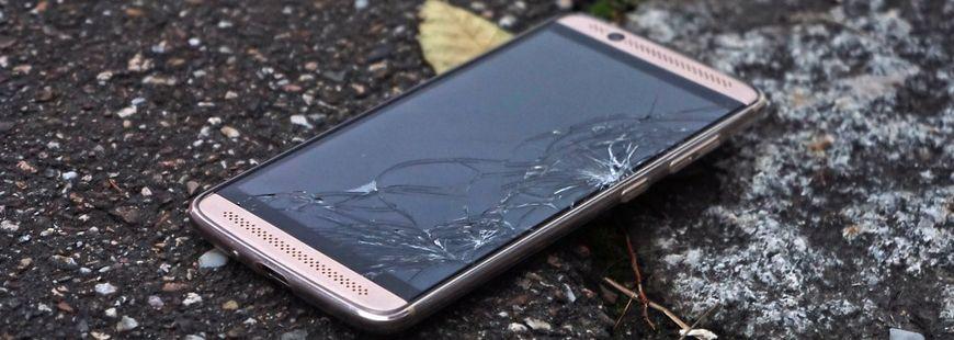 smartphone-ecran-casse-high-tech
