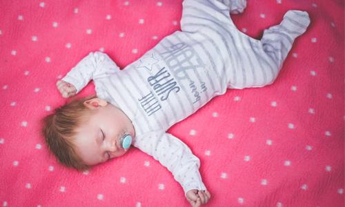 Combien de temps doit dormir un bébé?