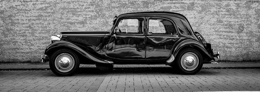 voiture-ancienne-noir-et-blanc