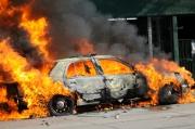Brûler une voiture pour toucher l'assurance...c'est du vol !