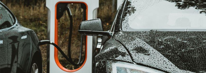 voiture-electrique-chargement