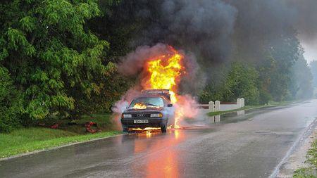 voiture-feu-accident