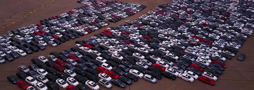 Moteurs truqués : après le rachat, les voitures attendent sur des parkings immenses